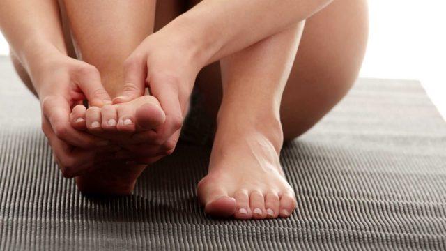Воспалительные процессы, которые образуются вокруг суставов, при некоторых видах артрита стопы могут распространиться на внутренние органы