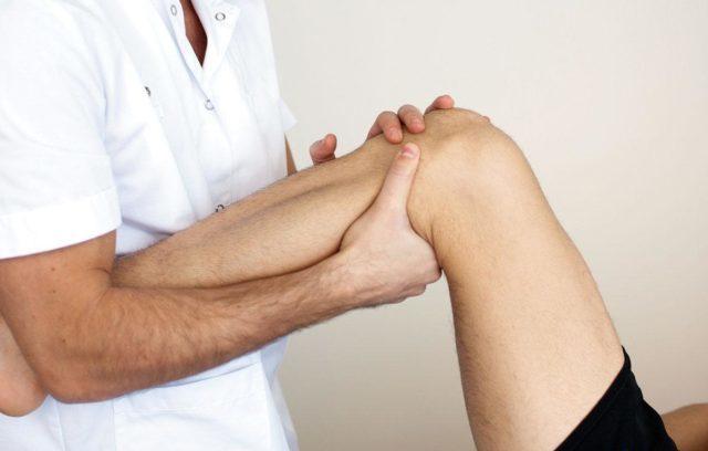 Причиной инвалидности в старшем возрасте становится анкилоз межпозвонковых суставов и поражение тазобедренных суставов