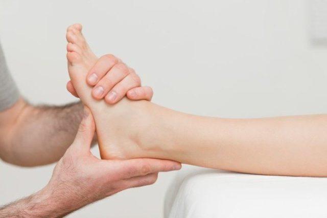 Обращайтесь к терапевту или к узкому специалисту – ревматологу