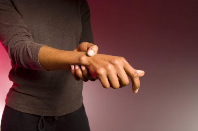 Нарушение диффузного питания хряща за счет снижения уровня капиллярного кровотока