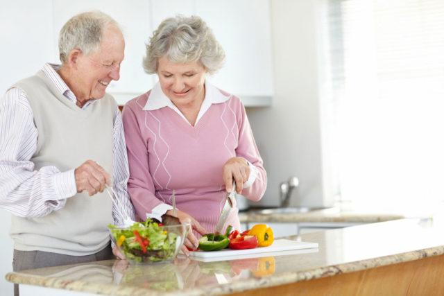 Основные задачи, которые ставит перед собой диета при артрозе коленного сустава — это сброс лишнего веса и обеспечение организма необходимым количеством нутриентов