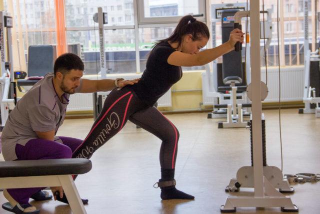 Безоперационное лечение данной патологии позволяет путем специальных тренировочных упражнений восстановить двигательную активность сустава, купируя болевой синдром