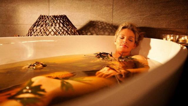 Из всех физиотерапевтических процедур ванны оказывают наиболее щадящее воздействие на организм пациента, потому ванны можно назначать ослабленным и пожилым людям