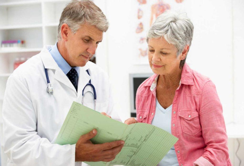 При возникновении неприятных симптомов любого рода человек обычно обращается к своему терапевту, который проводит первичный осмотр