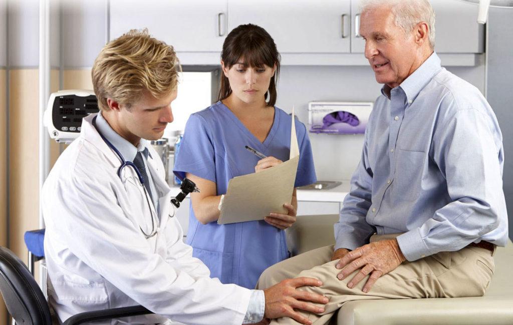 Состояние пораженных костей и обнаружение болезни контролируют врачи УЗИ и рентгенологи