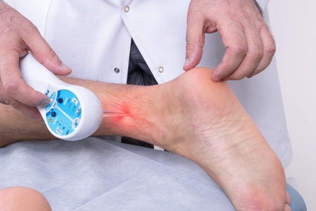 После терапии, пациенты отмечают снижение выраженности болей, скованности и признаков воспаления