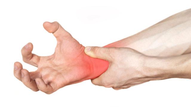 Больной ощущает боль и тугоподвижность утром, а затем, после разминки, боли проходят