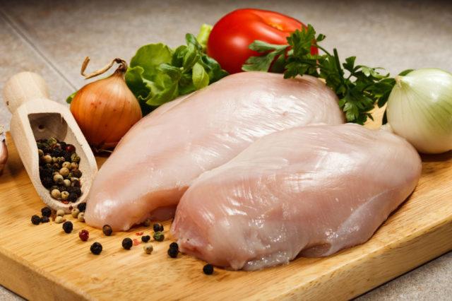 Желательно отдавать предпочтения продуктам, которые являются источником витамин Д и кальция
