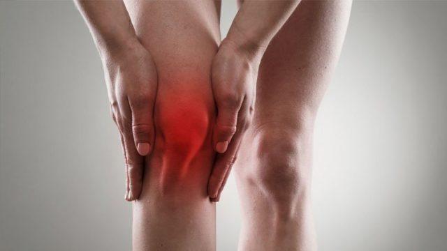 Артроз коленного сустава достаточно медленно прогрессирующее заболевание, которое год за годом разрушает хрящи в колене
