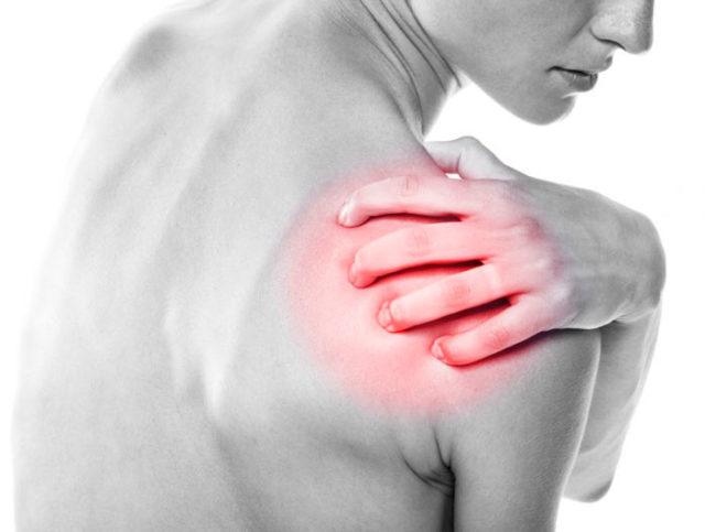ДОА плечевого сустава 1 степени характеризуется болями ноющего характера в лопатке, плече при нагрузке механического происхождения