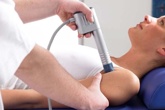 Чтобы не происходило нарушение функций мышц, проводят физиотерапевтические процедуры