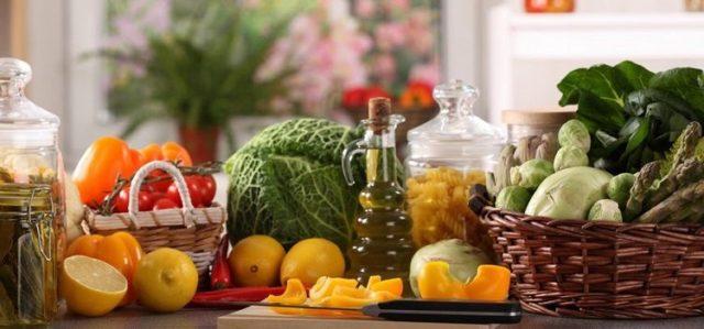 Важное место в рационе диеты при артрозе занимают продукты, оказывающие благоприятное воздействие на пораженные суставы