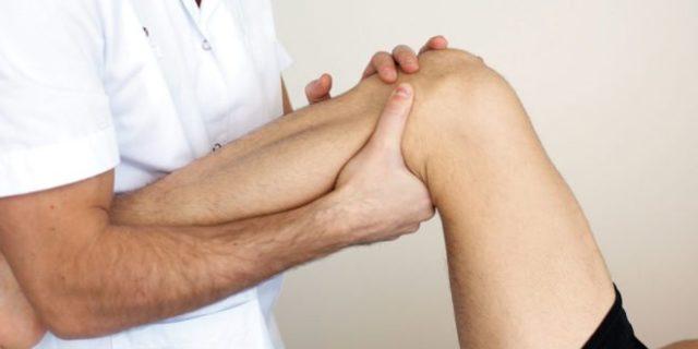 С помощью массажа удается улучшить кровообращение в тканях, замедлить дегенеративные процессы в суставе