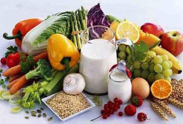 Также меню обогащают естественными источниками компонентов хрящевой ткани (кушают студень, холодец, мясокостный бульон) и исключают раздражающие вещества