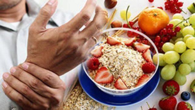 Питание при артрите основывается на принципах диеты №10, хотя при составлении конкретного рациона учитываются особенности протекания болезни