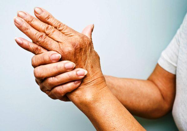Во врачебной практике имеются случаи появления артрита и при ревматизме
