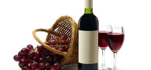Для приготовления согревающего средства необходимо взять стакан теплого красного вина и две большие столовые ложки порошка горчицы