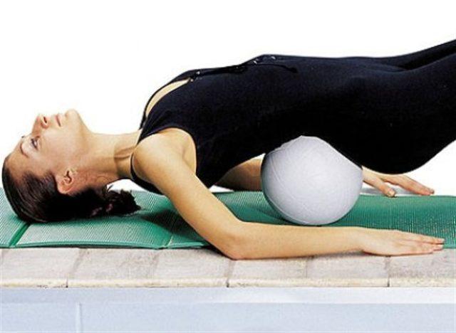 Гимнастика при спондилезе предполагает выполнение каждый день щадящих упражнений
