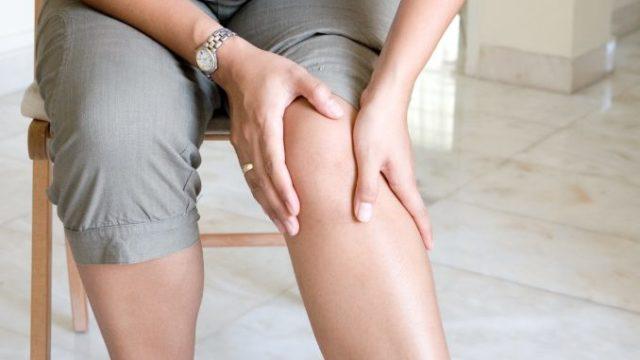 Главный эффект, который оказывает кинезиологический тейп на коленный сустав, обеспечивается путем фиксации и стабилизации поврежденного колена, без ограничения его подвижности