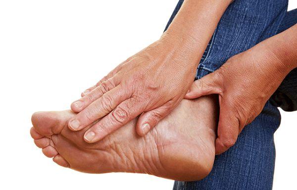 Если же не начать лечение подагры аллопуринолом, то высок риск развития мочекаменной болезни и увеличения болевых ощущений
