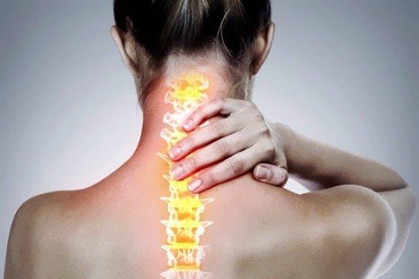 С течением времени появляются затруднения при поворотах и наклонах головы, особенно по утрам