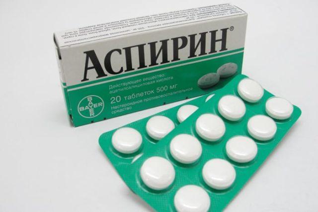 Для снижения воспалительного процесса в пораженных суставах и усиления выведения избытка мочевой кислоты из организма часто рекомендуют аспирин