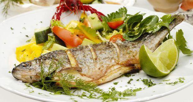 В рыбный день можно приготовить паровые котлеты из рыбного фарша, уху, отварить или потушить тефтели