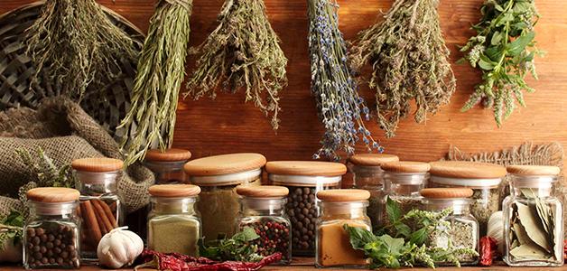 Многие растения, которая народная медицина традиционно применяет, улучшают общее состояние человека, воздействуя непосредственно на проблему