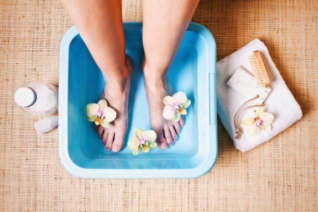 Кроме того, использовать такие ванночки и компрессы можно и совместно с лекарственной терапией