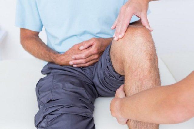 Самым действенным считается точечное массирование колена