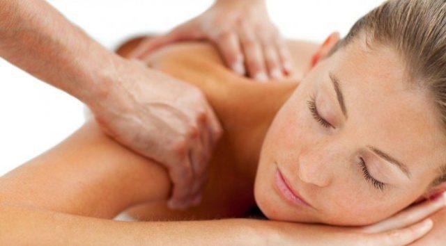 В первую очередь для больного необходим предварительный массаж, чтобы мышцы смогли расслабиться и боль отступила