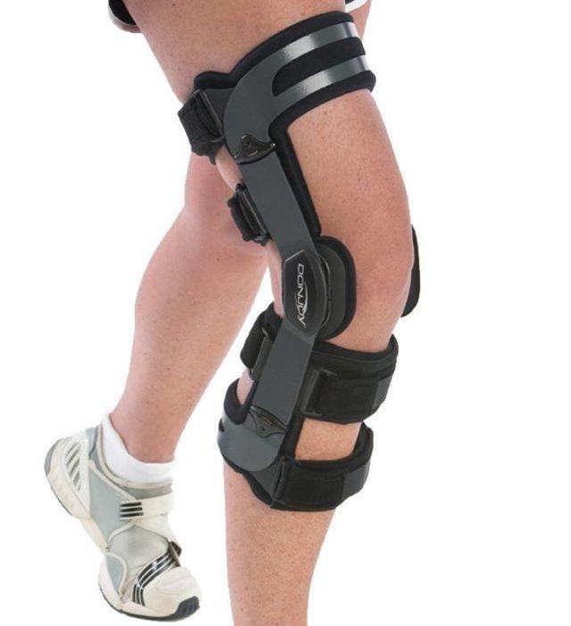 Изготавливаются все бандажи для коленного сустава из разных материалов – шерсть, эластичные синтетические ткани, в некоторых есть детали из пластика и металла