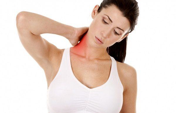 Болевые ощущения возникают при изменении позы тела и при движении, в состоянии покоя проходят